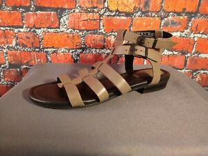 EUC women's CLARKS ARTISAN / VIVECA gladiator sandals - SIZE 9 1/2 / WORN ONCE