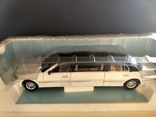 Lincoln Stretched Limousine 2003 White Sunstar 1:18. Die-Cast. In Display Box.