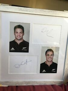 RICHIE MCCAW - DAN CARTER - NEW ZEALAND RUGBY LEGENDS - SIGNED IN MOUNTED FRAME