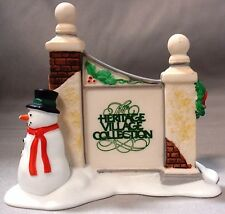 DEPT 56 VILLAGE SIGN WITH SNOWMAN HOLIDAY CHRISTMAS HERITAGE ACCESSORY 5572-7
