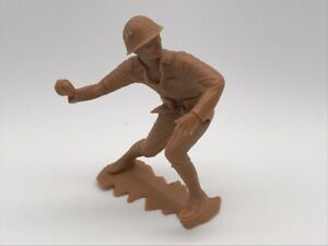 """A362a VTG Toy Soldier Marx Tan Brown Plastic 5"""" Grenade Launch"""