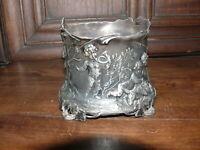 Prunkvoller Flaschenhalter um 1900 von WMF gemarkt 0/1 B OX WMF  mit Engel Putte
