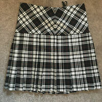 "Women's 28"" Vintage Black Tartan Skirt"