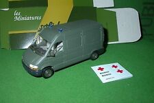 collection  solido militaire made in france AMBULANCE RENAULT MASTER REF 94
