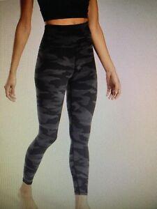Athleta Elation Camo 7/8 tight leggings pants bottoms Small S black camo