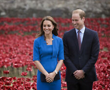 Prince William and Kate Middleton 10 x 8 UNSIGNED photo - P658 - Poppies