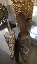 BCBG Logo Heels Tan White Pointy Toe Logo BCBGirls Slide Mules Shoes sz 8 Exc