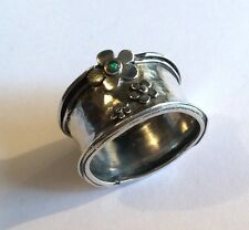 Attractive vintage Israeli stg silver ring w flowers & opal glass stone, size S