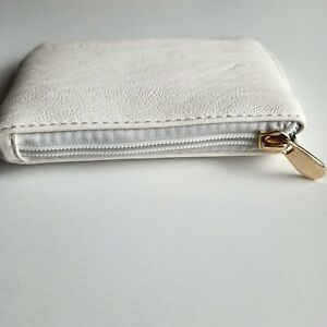 Collette by Collete Hayman White Small Purse - Excellent Condition Gold zip pull