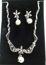 Stunning  flower crystal necklace &  earrings set with pearl/bridal/prom/party