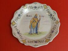 Assiette Nevers XVIIIe /XIXe siècle. Signature au dos. Décor, Remi 1747, Saint