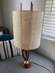 1960s Modeline MCM Mid-Century Modern Adrian Pearsall Style Walnut Table Lamp