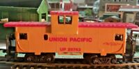 HO scale Union Pacific  cupola caboose   no  UP  25743 round windows Rare