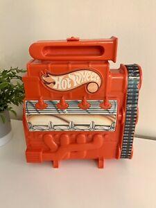 Mattel Hot Wheels Racers Engine 18 Car Carry Case Vintage Red 1983