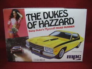 Dukes of Hazzard Daisy Duke's Plymouth Road Runner MPC 1:25 Model Kit MPC708