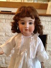 23 in (environ 58.42 cm) antique Doll pensée IV