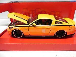 Maisto 1:24 Ford Mustang GT 2011 All-Stars Orange/Yellow