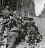 WW2 WWII Photo German Pak 38 Gun Crew World War Two Wehrmacht Germany  / 2556