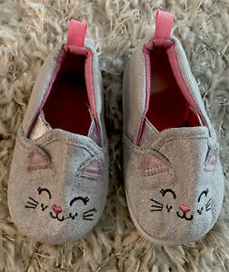 Baby Girl shoes Size 4 Cat