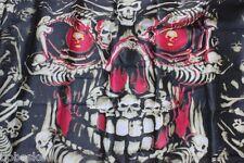 Drapeau Tête de mort  100% polyester 150 X 90 cm