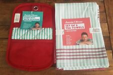 Jamie Oliver Set of 2 tea towels and Oven Mitt with Silicone