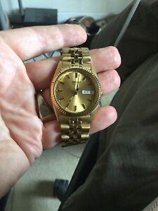 vintage mens large seiko quartz wristwatch gold tone