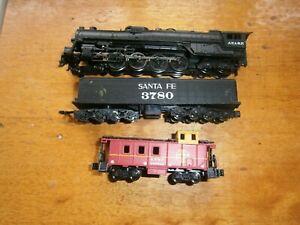 Bachmann N Gauge Santa Fe 4-8-4 Steam Locomotive, Tender and Caboose
