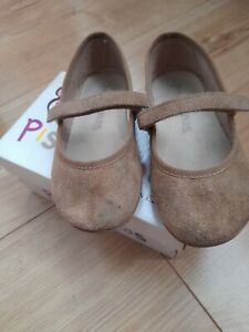 Spanish Pisamores Girls Beige Shoes Size 7 EU 25 boxed