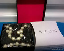 """Avon Lucy Pearlesque 3 Piece Gift Set Cream """"Pearls"""" Boxed NIB 2014 Old Stock"""