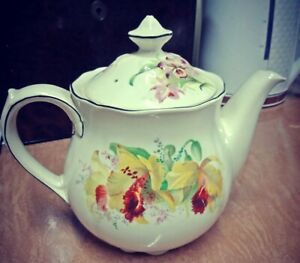 """Royal Doulton """"Orchids"""" 4 Cup Tea Pot"""