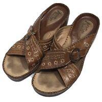 Clarks Artisan Sandals Size 7.5 M Leather Comfort Caramel Tan Mule Floral