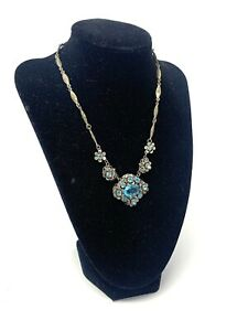 Very Pretty Vintage Costume Jewellery White Metal Blue Glass Floral Necklace 105