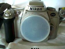 Nikon F55 35mm Fotocamera SLR Film Solo Corpo.