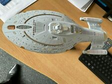 Bandai USS Voyager 1/850 scale BUILT Display piece
