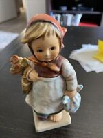 GOEBEL HUMMEL FIGURINE -  WEARY WANDERER DAY #204 - TMK6