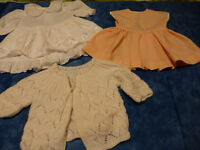 lot= poupée bella,raynal ,famosa ,2robes et un gilet tricoté mamie poupée 35cm