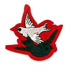 2 x Palomas Gris/blanco rojo parche Costura parche para poner con plancha