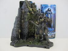 AVP Alien vs. Predator McFarlane Toys Predator Wall playsets with base diorama