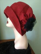 Chapeau cloche 1920 art nouveau lin fleur tulle rouge noir 20s mariage Downton