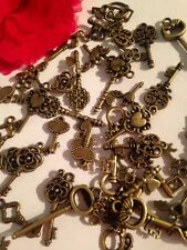 20 MIXED KEY charms Vintage Bronze jewellery wedding KEYS Great Mix Alice UK