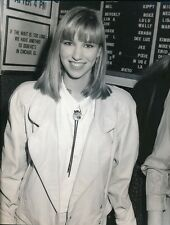 DEBBIE GIBSON - ORIGINAL PRESS PHOTO #1 - ELECTRIC YOUTH LISTENING PARTY - 1989