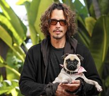 Chris Cornell UNSIGNED photo - K7970 - With his dog