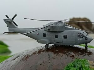 1/144 model Merlin helicopter x 2