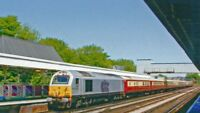 PHOTO  EMPTY ROYAL PULLMAN TRAIN AT REDHILL WITH CLASS 67 DIESEL 2006