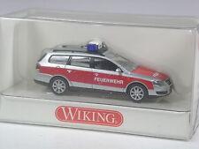 Klasse: Wiking Serienmodell VW Passat Variant Feuerwehr in OVP