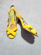 sandalia amarilla de charol numero 40 tacon de 8 cm