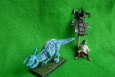 WARHAMMER Lizardmen Saurus, Standard Bearer su uno fredda, part-painted