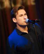 Lee Ryan UNSIGNED photo - H4290 - English singer-songwriter and actor