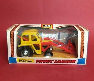 1970-72 Britains 1/32 Massey Ferguson 135 Tractor with Front Loader No9572 NMIB