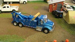 CUSTOM BUILT BLUE IH 8600 SEMI CAB HEAVY DUTY WRECKER TOW TRUCK 1:64/ SPECCAST